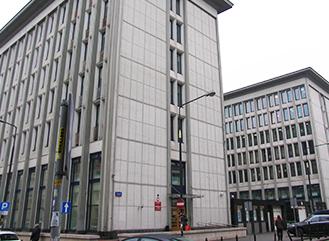 Zdjęcie przedstawia budynek Sądu od strony ulicy Żurawiej